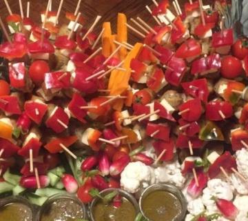 Paniers légumes de marché et anchoïades